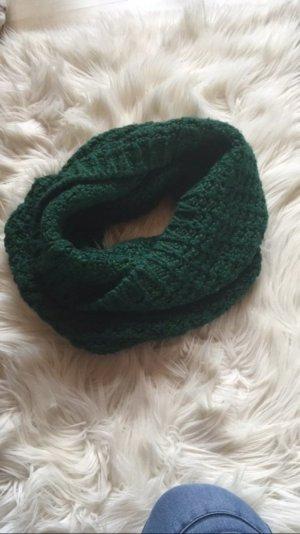 Grüner Strickschal Esprit