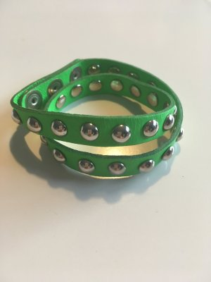 Grünes Armband mit Nieten Besetzung, Leder