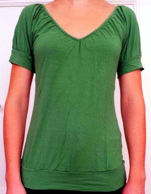 Grünes H&M T-Shirt, interessant geschnitten
