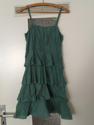 grünes Kleid mit Volants