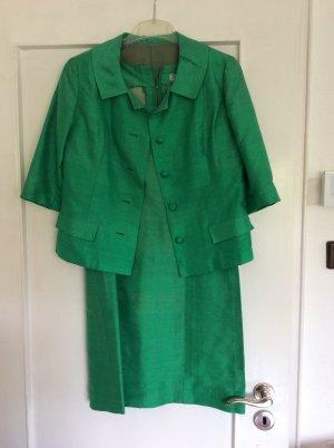 Grünes Kostüm (Kleid und Jacke)