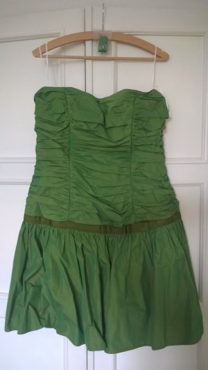 grünes kurzes Ballkleid