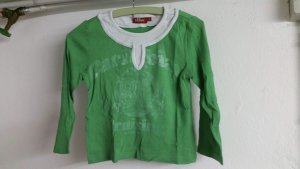 Grünes langärmeliges T-Shirt