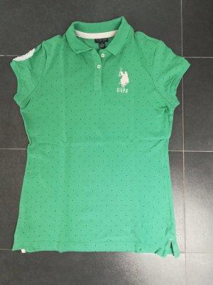 Grünes Poloshirt mit blauen Punkten von USPA