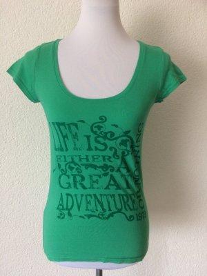grünes Shirt mit Print von Colours of the World / Takko - Gr. XS