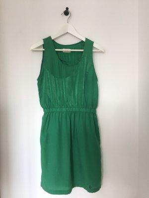 Grünes Sommerkleid von Nümph