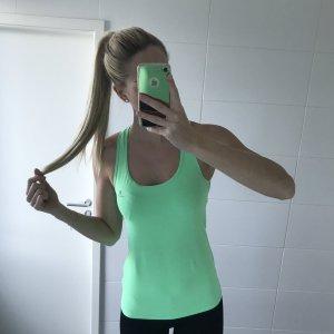 grünes Sportshirt Sporttop Fitness Workout