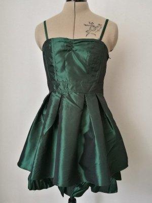 Grünes tailliertes Kleid mit ausgestelltem Rock und Pettikot