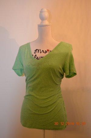 grünes V-Ausschnitt-Shirt