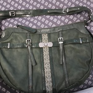 Grünfarbene Guess Handtasche