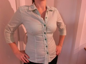 Grünglänzend gestreifte Bluse von Vero Moda