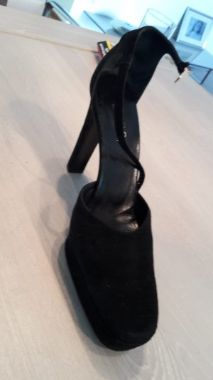 Gucci Tacones altos negro
