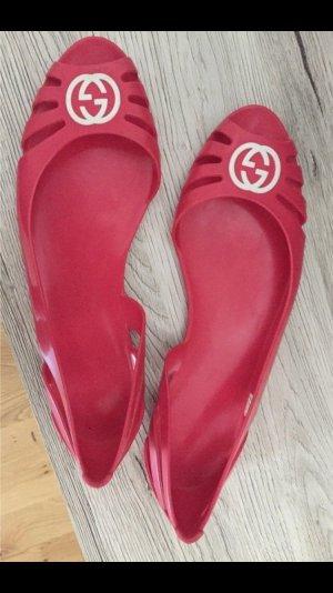 Gucci Bailarinas con tacón con punta abierta rojo frambuesa-blanco