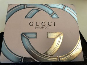 Gucci Botón color plata