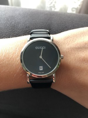 Gucci Watch With Leather Strap black