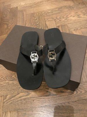 Gucci Flip-Flops Leder mit silberner GG Logo