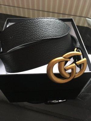 Gucci Cinturón de cuero negro-color oro