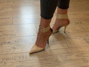 Gucci High Heels aus Leder in Beige mit breitem Fesselriemen zum Schnüren Gr. 37