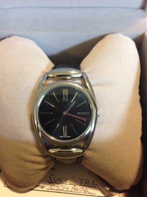 Gucci Horesebit Leder Damen Armbanduhr für 400€