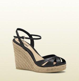 Gucci Keilabsatz Sandalen in schwarzem Lackleder*****