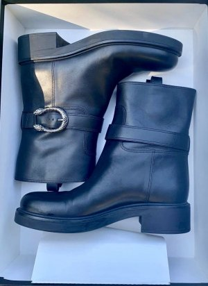Gucci Buskins black leather