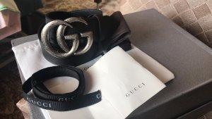 Gucci Cinturón de cuero negro-color plata