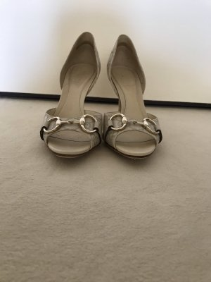 Gucci Peeptoes in Creme