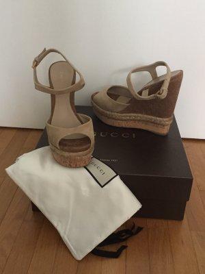 Gucci, Plateau-Sandalen, Veloursleder, beige, Größe 37,5