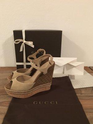 """Gucci - Sandalen """"Hollie"""" mit Keilabsatz (NP 440 EUR)"""