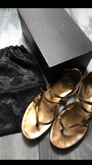 Gucci Sandalen Zehentrenner in Gold mit einer Fliege 499€