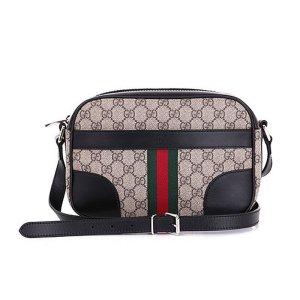 Gucci Shultertasche mit GG Motiv, Leder