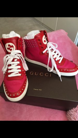 Gucci Lace-Up Sneaker magenta leather