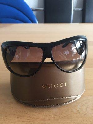 Gucci Sonnenbrille in schwarz mit Nieten