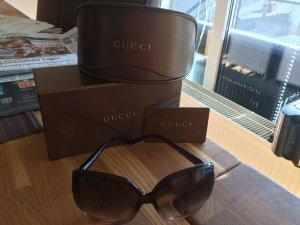 Gucci Sonnenbrille (mit Herzzeichen)