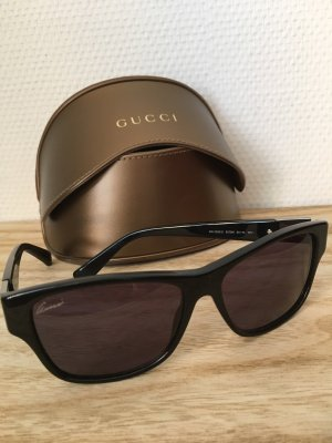 Gucci Oval Sunglasses black