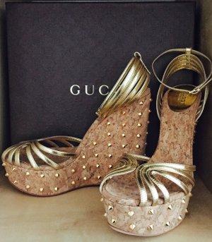 GUCCI Wedge Sandale Studs Gr. 39 NEU in Gold