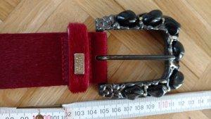 Gürtel Versace Sport mit rotem Fellimitat und schwarzen Steinen an der Schnalle