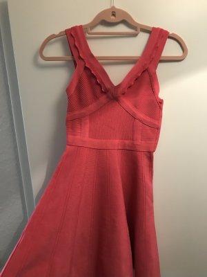 Guess Ausgestelltes Kleid