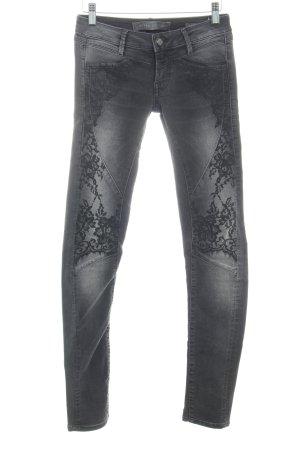 Guess Bikerjeans schwarz-grau Blumenmuster Biker-Look
