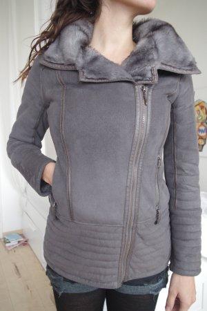 Guess Damenjacke Theodora grau, Gr. M, Kunstfell, kaum getragen, kuschelig-schön