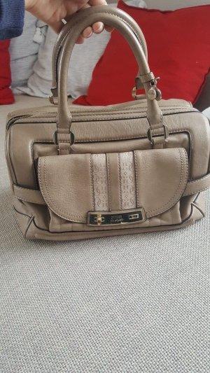 Guess Damentasche, in gutem Zustand (Versand nicht möglich zwischen 24. Mai und 04. Juni wegen des Urlaubs)