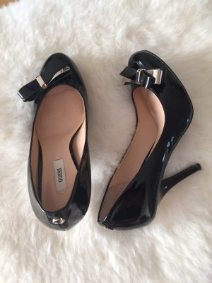 GUESS High Heel Pumps aus Lackleder in schwarz