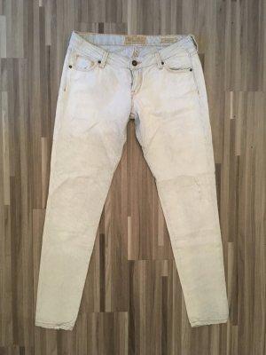 GUESS Jeans / 7/8 / Gr. 29  ***LAST SALE***