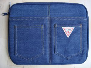 GUESS Jeans Clutch / I Pad Case NEU !!