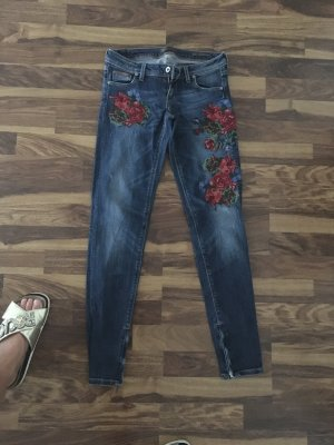 Guess Jeans mit Stickerei /25