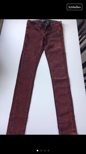 GUESS Jeans, Röhrenjeans ; Gr.: 26/32, 36 in schwarz/rot