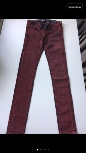 GUESS Jeans, Röhrenjeans ; Gr.: 26/32, 36 in schwarz/rot