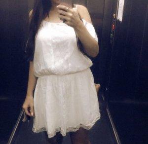 Guess Kleid Cold shoulder weiß spitze schulterfrei