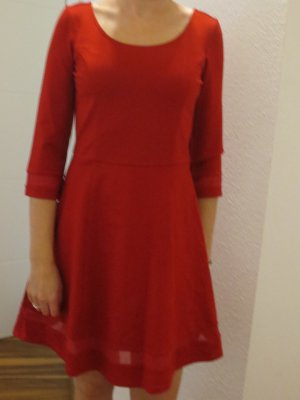 Guess Kleid in rot, Gr. 36, nur 1x getragen, NEU, Knielang