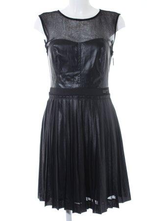 Guess Vestido de manga corta negro estilo extravagante